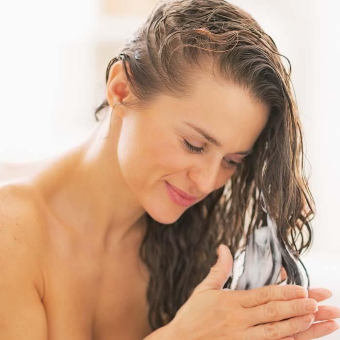 Como aplicar máscara de hidratação nos cabelos
