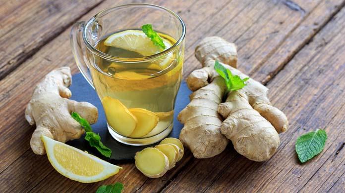 Chá verde com limão e gengibre