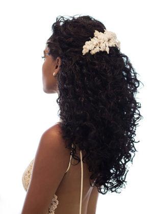 penteados para casamento para cabelos cacheados